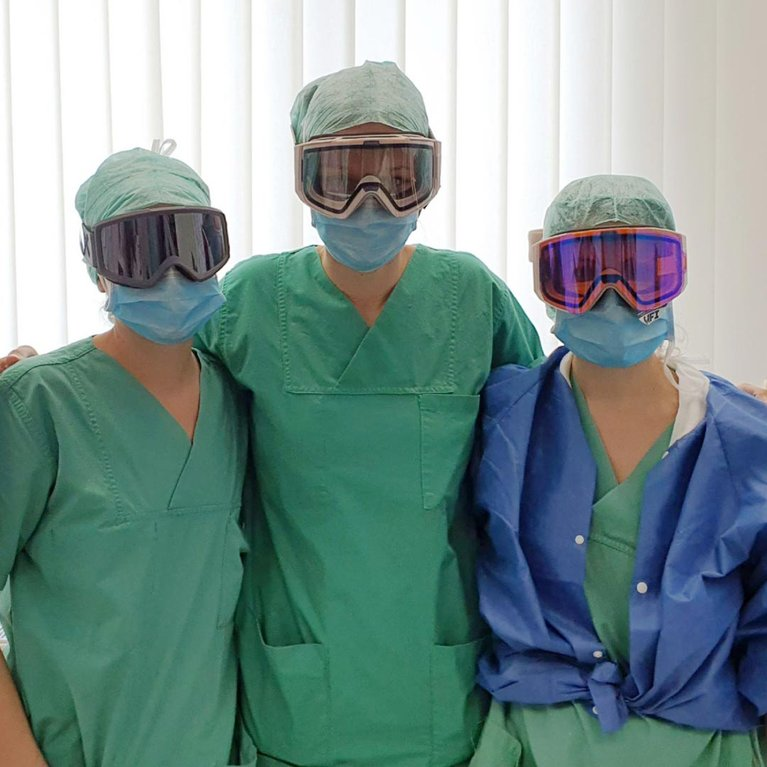doctors and surgeons wearing anon goggles - goggles for docs.jpg