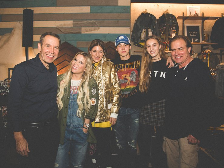 Burton family photo featuring artist Jeff Koons and his son, our founder Jake Burton Carpenter, Dani, Anne-Marie, and Skylar.