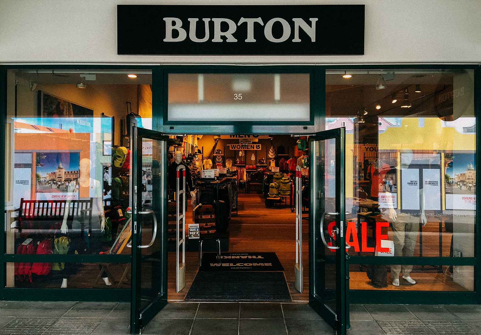 burton parndorf outlet store burton snowboards. Black Bedroom Furniture Sets. Home Design Ideas